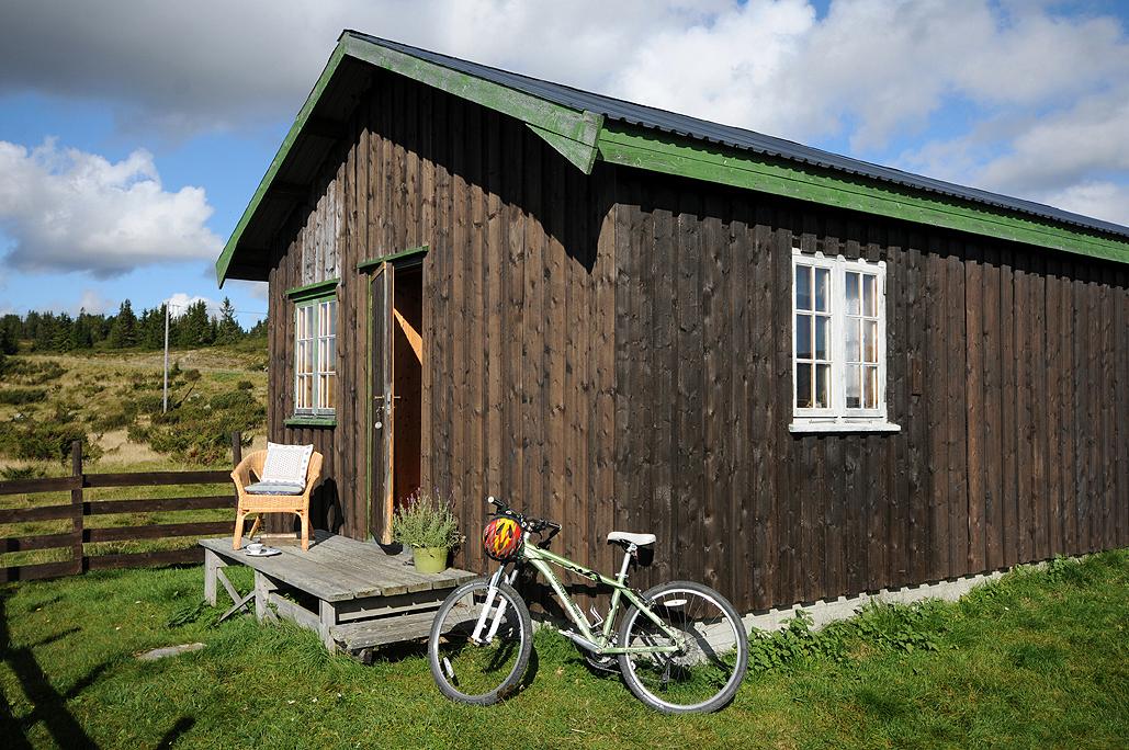 Seterhus i Øyerfjellet med praktfull utsikt over hornsjøen ...